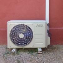 installation d'un groupe de climatisation altech r32 a carces